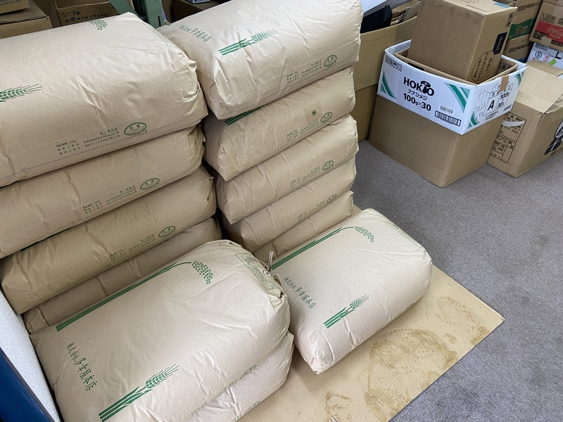 米配布の準備作業